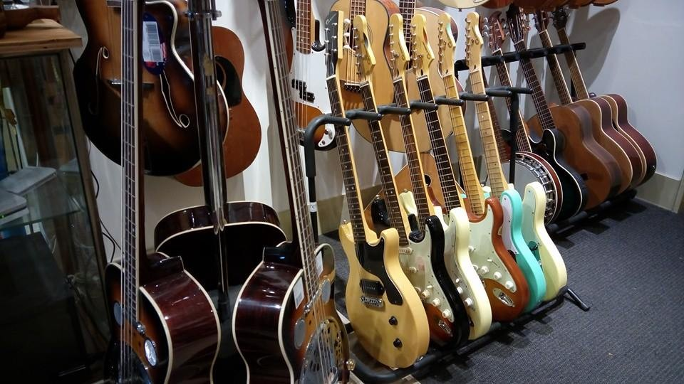 guitar gallery musical instruments all search second hand. Black Bedroom Furniture Sets. Home Design Ideas
