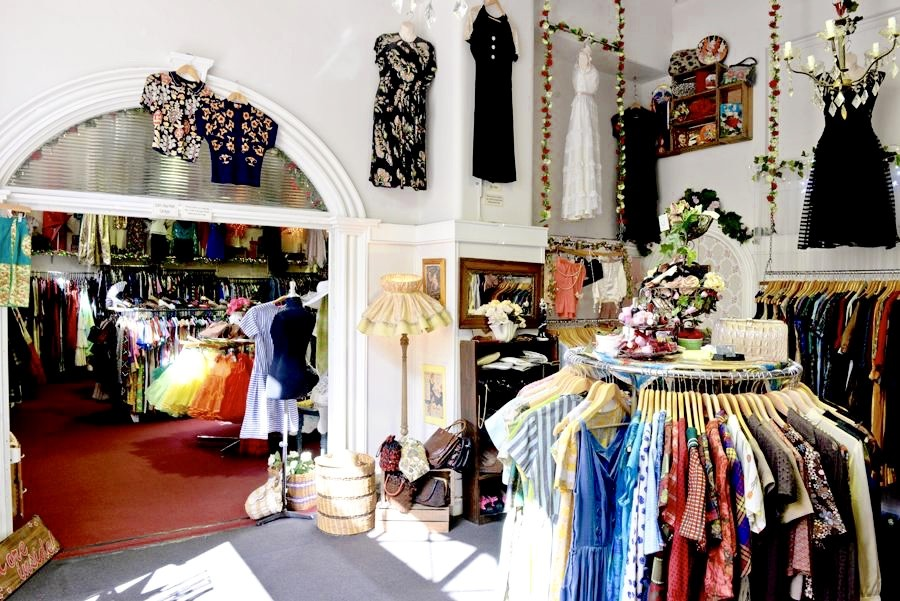 5207eb741ef Retro Star Vintage Clothing